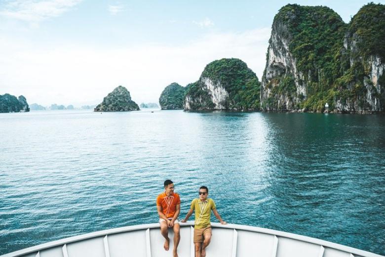 Ngắm Vịnh Hạ Long trên Du Thuyền Paradise Elegance 5*