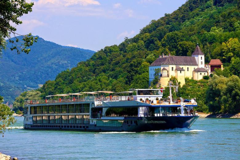 Hải trình Hungary - Slovakia - Áo 7N, du thuyền 5* Avalon Expression