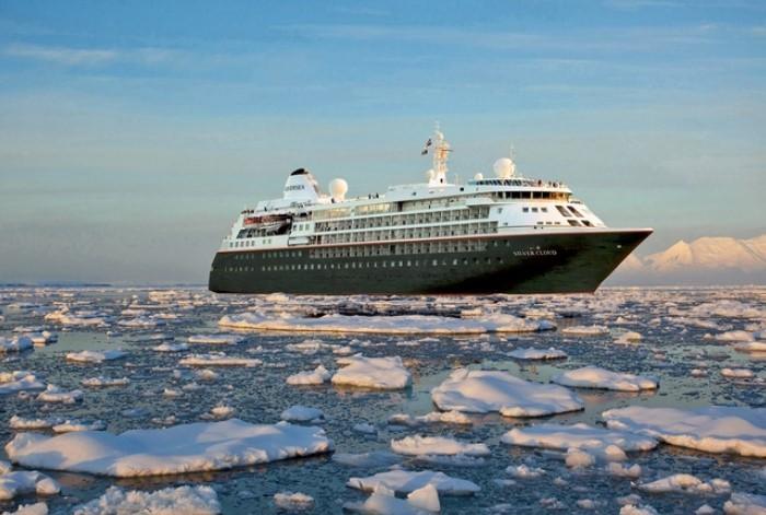 du thuyền đầu tiên đến khám phá Nam Cực:Ông thành lập công ty Special Expedition năm 1979 và sau đó đổi lại là Lindblad Expedition.