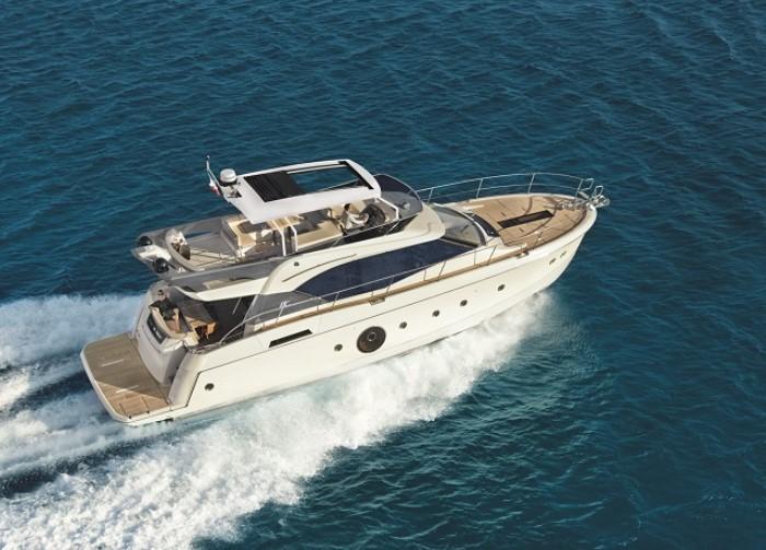 """Du thuyền viễn Đông Monte Carlo 6 là ứng cử viên nổi bật trong dòng du thuyền hạng sang được thiết kế bởi Beneteau từ năm 2013. Đây cũng là mẫu """"du thuyền Boong mở dưới 18m"""" tốt nhất được bình chọn trong giải thưởng """"Motor Boat Awards"""". Monte Carlo 6 đủ có sức chứa tối đa 10 khách cho trải nghiệm thoải mái. Đặc biệt, với kích thước nhỏ nhắn phù hợp để thăm quan các nhánh sông nhỏ nhưng nó cam kết sở hữu những tiện nghi như một con tàu lớn."""
