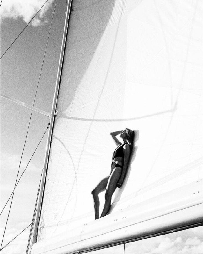 tạo dáng trên du thuyền