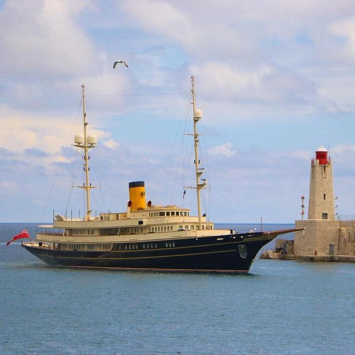 du thuyền Nero cổ điển