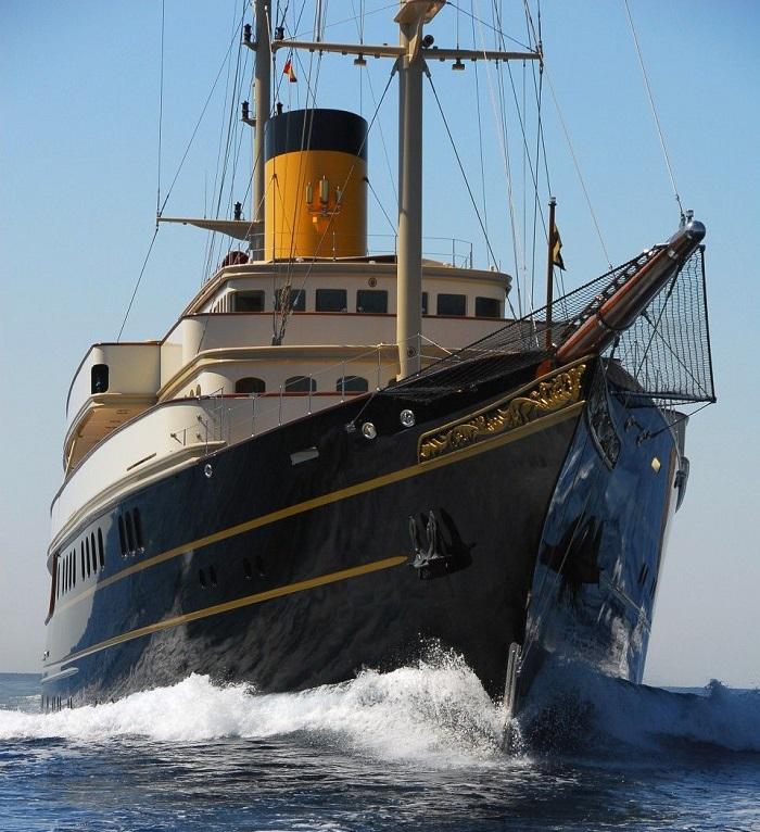 du thuyền Nero vận hành mạnh mẽ
