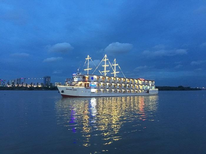 Khám phá du thuyền ăn tối