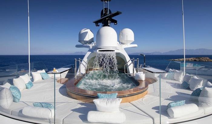 du thuyền ấn tượng Go bể bơi ngoài trời
