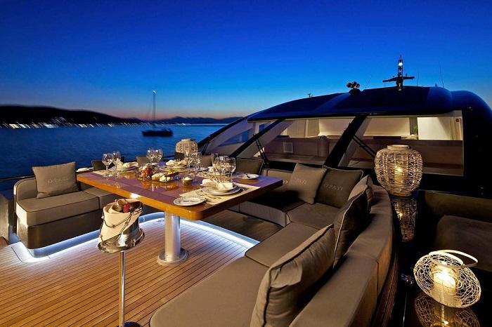 du thuyền ấn tượng trên thế giới OPati boong chính