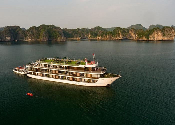 'Lạc trôi' cùng du thuyền Doris Cruise khám phá hải trình đẹp nhất nước