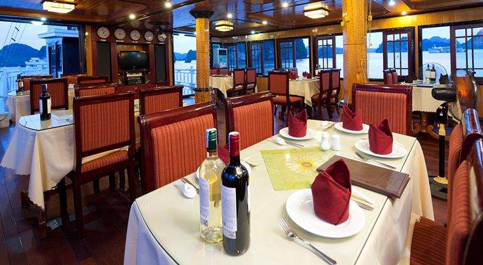 Du thuyền Imperial Cruise Hạ Long