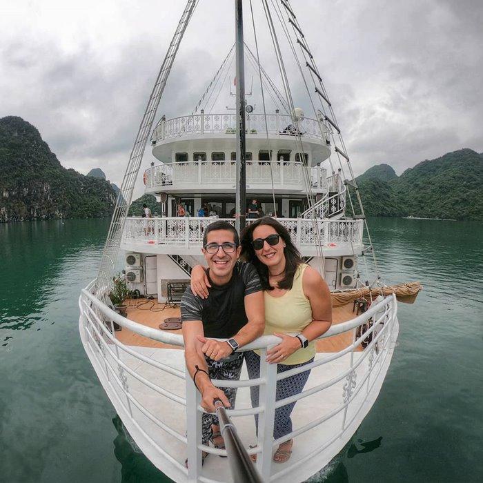 Du thuyền Unicharm Hạ Long