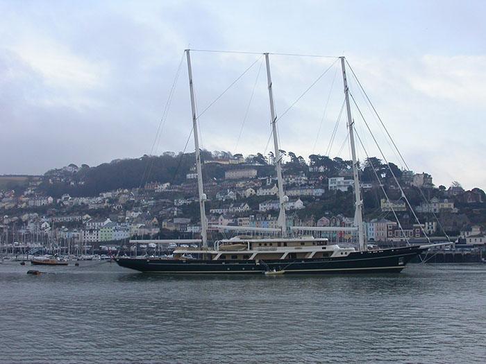 Chiêm ngưỡng du thuyền buồm Eos có chiều dài lên tới 93m
