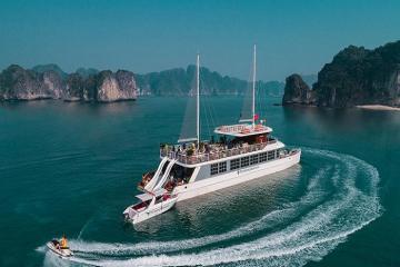 Đi qua miền di sản thiên nhiên tuyệt đẹp cùng du thuyền Catamaran