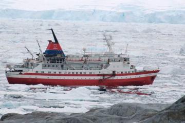 Lars-Eric Lindblad – Du thuyền đầu tiên thám hiểm Nam Cực
