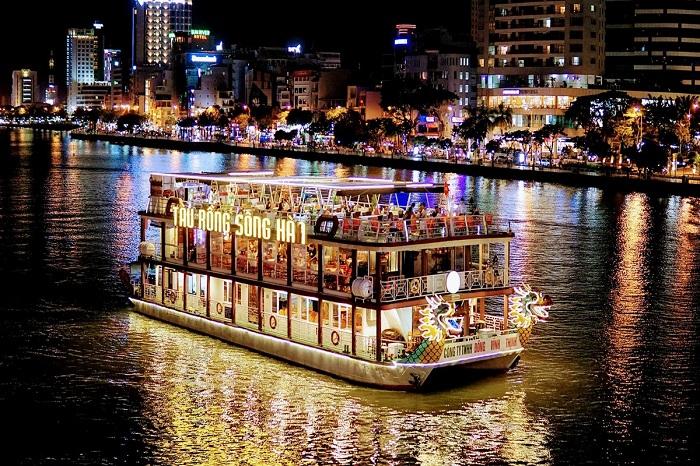 Kinh nghiệm đi du thuyền sông Hàn Đà Nẵng: tàu rồng Sông Hàn