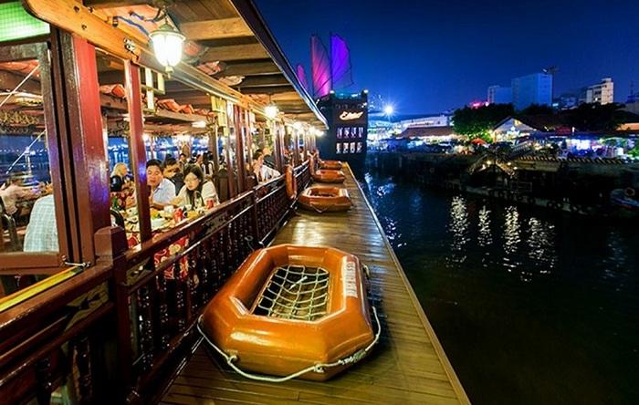 Kinh nghiệm đi du thuyền sông Hàn Đà Nẵng: ăn uống