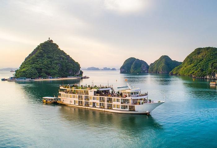 Kinh nghiệm thuê tàu thăm vịnh Hạ Long tối ưu chi phí
