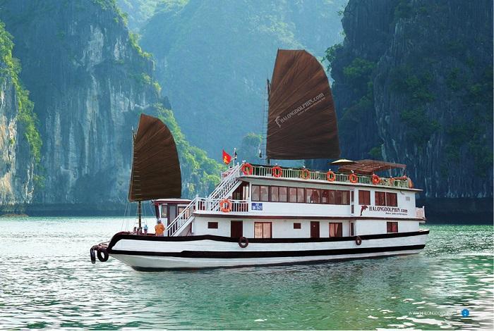Giá vé thuê tàu thăm vịnh Hạ Long