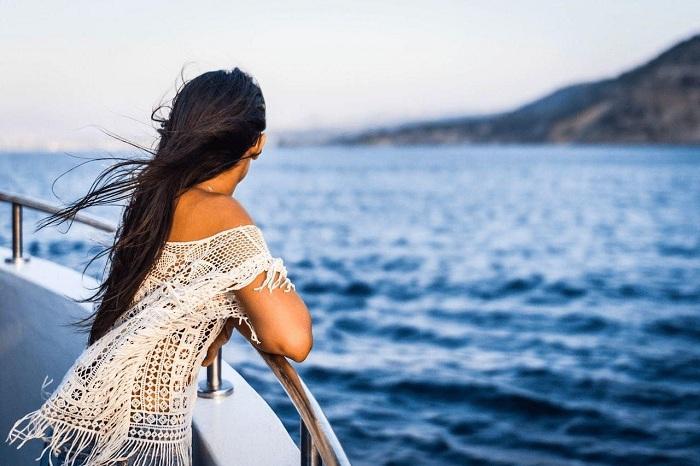 Gợi ý trang phục đi du thuyền: bộ đồ thoải mái