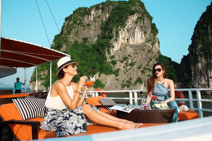 du thuyềnL'Azalée Cruises Hạ Long