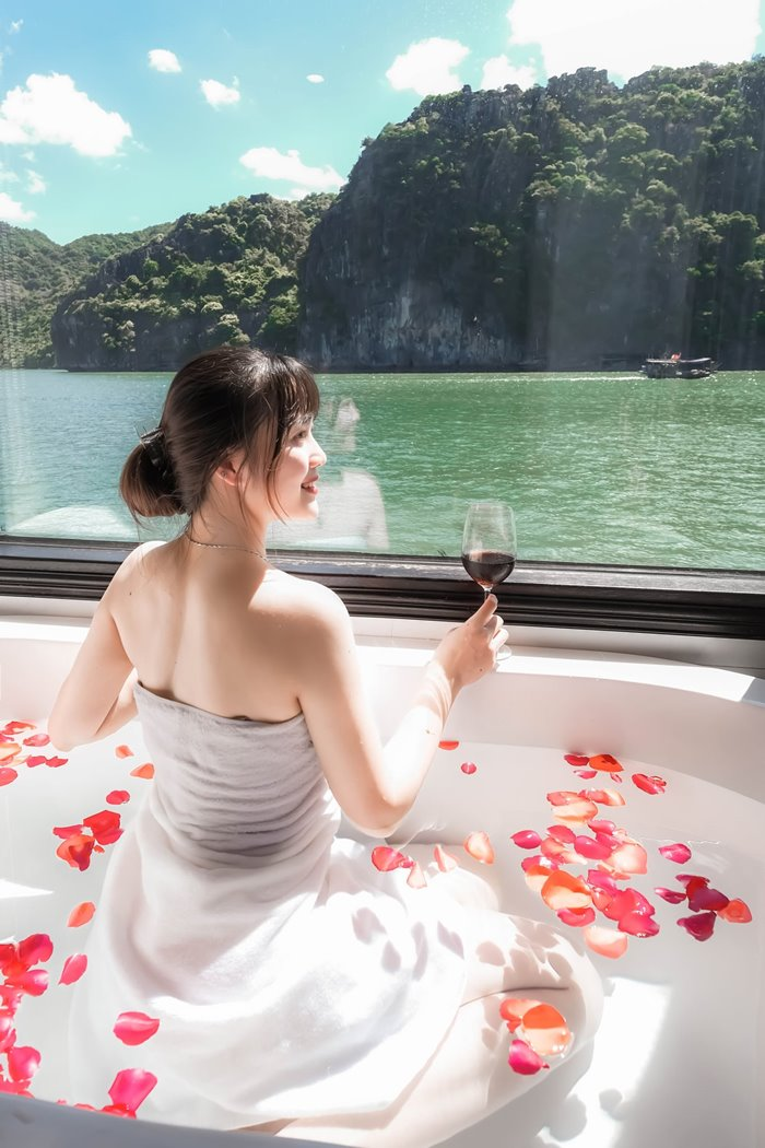 The yacht has a comfortable spa space.