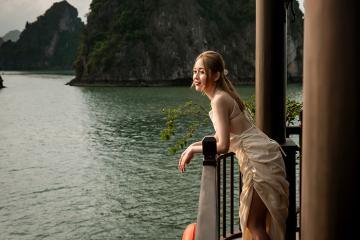 Khám phá Vịnh Hạ Long cùng du thuyền Sena 5 sao mang phong cách cổ điển thuần Việt