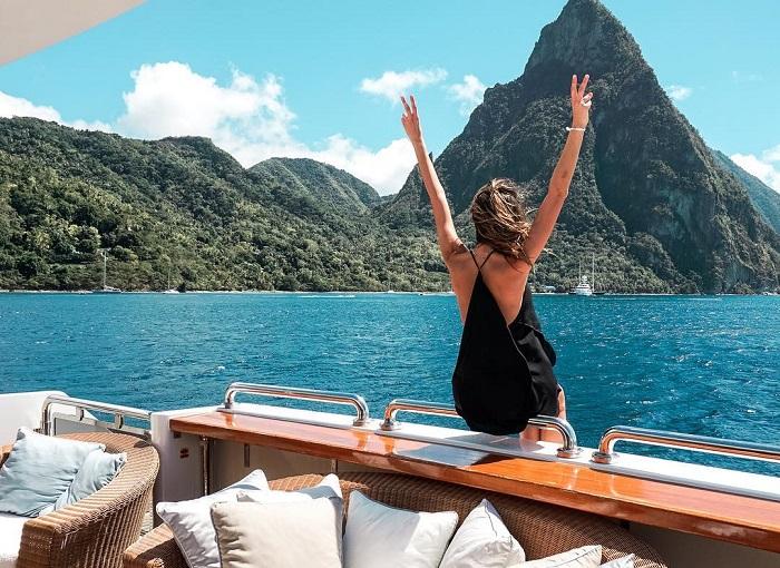Trải nghiệm kỳ nghỉ sang trọng trên du thuyền Chakra hiện đại