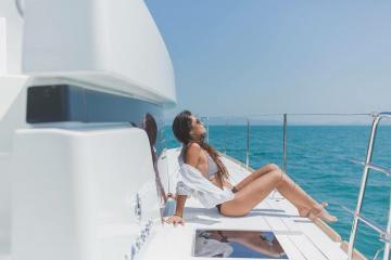 Tận hưởng kỳ nghỉ tuyệt diệu cùng du thuyền Blue Moon sang trọng trên biển Thái Lan