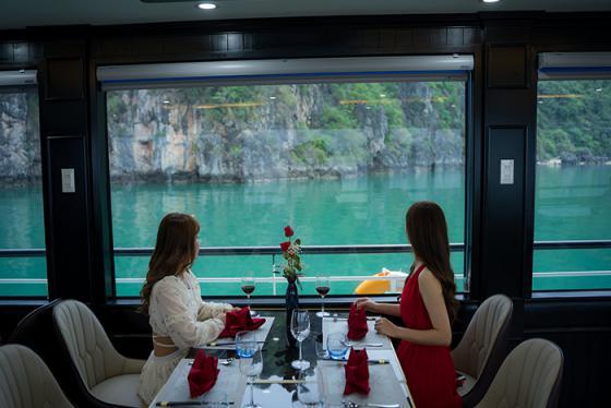 Đặc biệt ấn tượng với du thuyền Hạ Long Aclass Legend Cruise sở hữu nội thất mây tre truyền thống